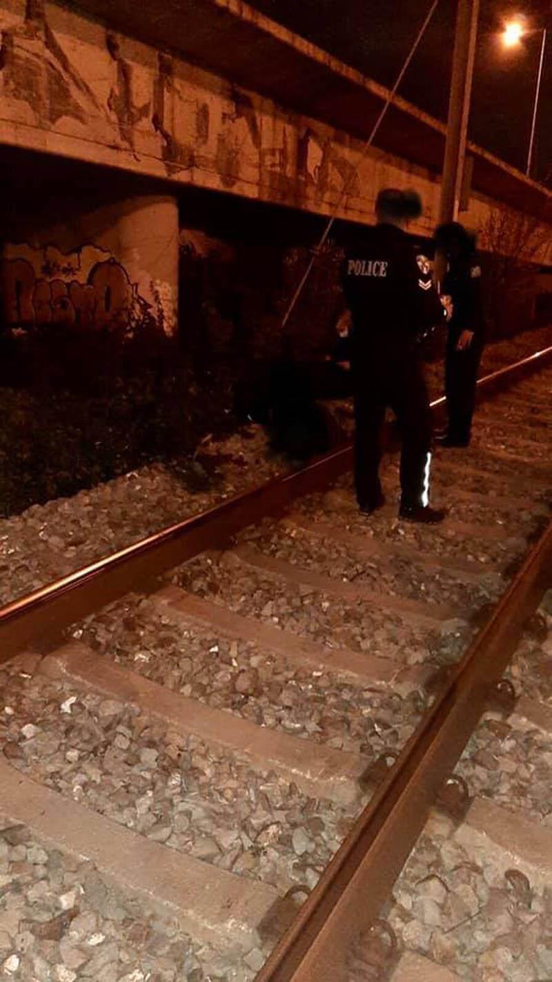 Φρίκη στον Προαστιακό: «Έβαλε το κεφάλι του στις ράγες δευτερόλεπτα πριν περάσει το τρένο»